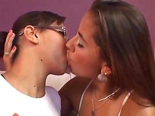 Gostosas se beijando