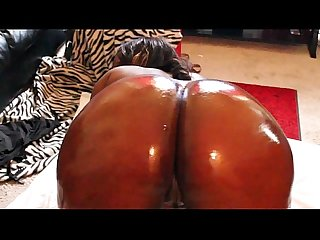 Choclitxxx oiled up