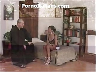 Frate porco scopa ragazza di colore porno italiano friar pig fucks black girl