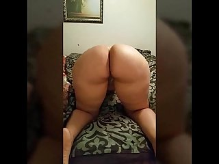 Pawg ass shaking on bed for bbc master