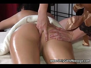 Sexy client gets her ass fingered by horny masseuse