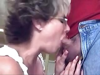 Mature lady gives good head and gets a facial