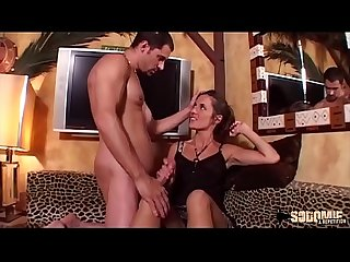 Lona jolie brunette aime la sodomie