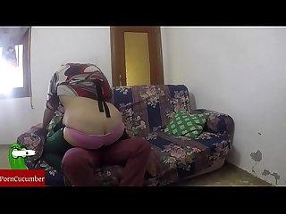 Cario vemos la tv mejor te follo fuerte en el sof gui016