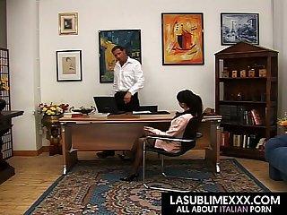 La segretaria con la voglia di cazzo