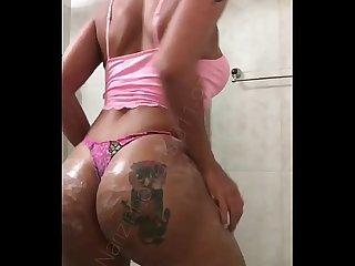 Narizinho trans dan�ando funk s� de calcinha t