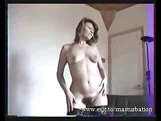 Sandy stripping teasing and masturbating