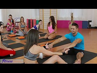 FitnessRooms Hot teens get fucked with big cock in gym threesome