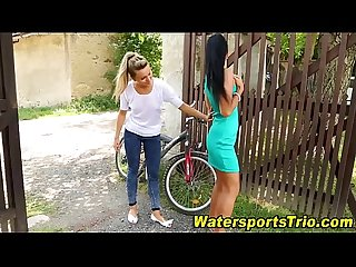 Goldenshower babes piss