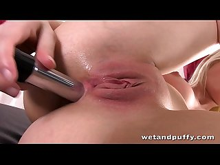 Sweet blonde enjoys anal toying and gives herself an orgasm