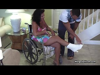 Margo sullivan mom breaks her foot