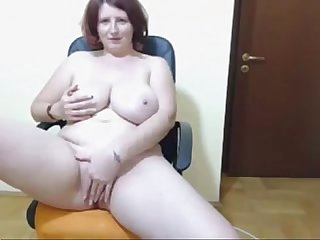 Webcam curvy lady with huge boobs teasing