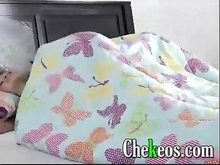 Pijamada mientras duermen papi se folla a la amiga de su hija jovencitas tiernas