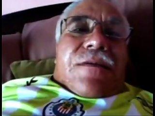 Papai de bigode Punhetando gostoso