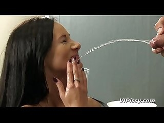 Petite babe makes a fountain of piss from her ass
