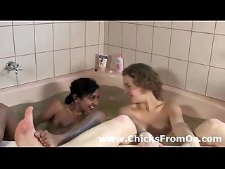 Bath time for interracial Aussie lesbian amatuers