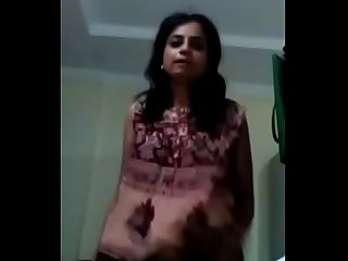 Horny Desi bhabhi stripdance fingering nd teasing on cam