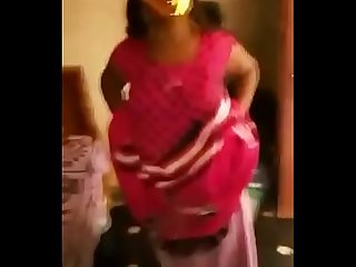 Desi Bhabhi showing her boobs