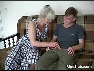 Horny slutty mature blonde getting cunt