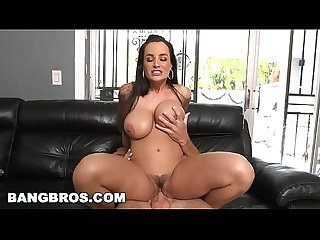 BANGBROS - Big Ass MILF Lisa Ann Takes Sean Lawless for a Ride (ap14408)