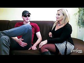Elza, accro au sexe elle veut essayer le porno