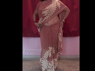 Big boobs Aunty wearing Saree