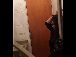 Novinhas se pegando no banheiro parte 1