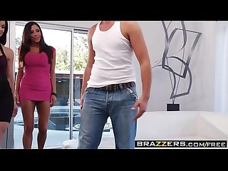 Brazzers milfs like it big ariella ferrera pumping the poolboy