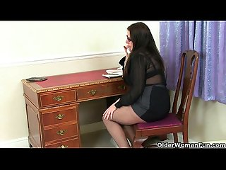 British milf jessica jay from sexdatemilf com gives her mature pussy a treat