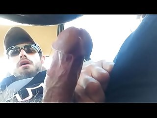Hairy man jerk off in car / peludo masturbandose