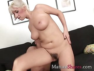 Beautiful natural hairy milf pussy