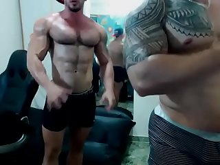 Latinos muscle cam shoot show