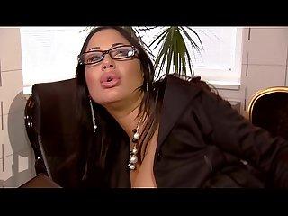 Geiler scharfe sex mit heisser Schlampe im Büro