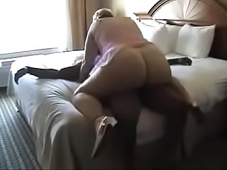 Milf with huge round ass creams bbc she met online