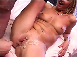 Blonde milf filmed with an amateur fucker