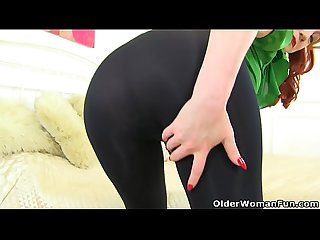 English milf Red put on her tight leggings specially for you