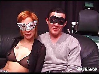 Marito con moglie troia montata in culo da un grande cazzo