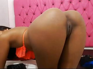 Hot sexy asian chick spanks and rubs her cunt for camshow -damncam.net