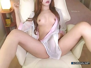Hot korean girl shows her perfect body
