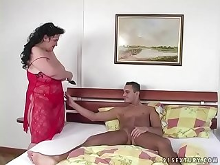 Fat gipsy woman on young dick